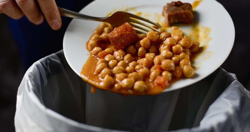 Tot ce trebuie să știi despre risipa alimentară. Ce factori contribuie și cum o poți preveni?