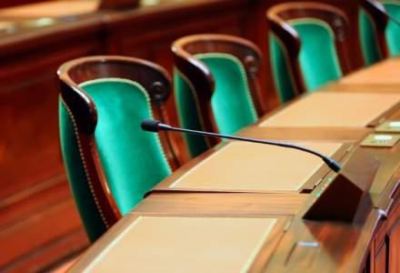 Proiectul prin care alesii nu vor fi sanctionati in cazul in care si-au angajat rude la cabinet inainte de 2013, a fost aprobat