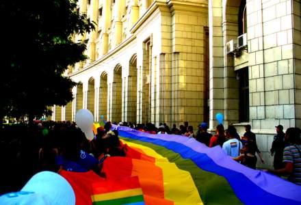 Peste 1.000 de persoane au participat la Marsul Diversitatii 2016: Steaguri, umbrele, baloane multicolore si mesaje precum Fara ura si Hetero, dar nu obtuz
