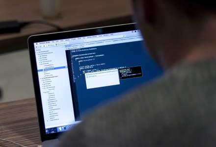 Camera web, pericolul nestiut din fata calculatorului: unul din cinci utilizatori o acopera pentru a-si proteja viata privata