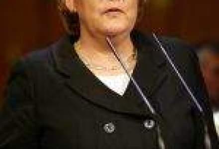 Merkel suspenda prelungirea activitatii centralelor nucleare