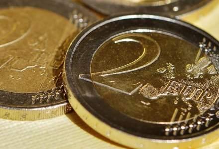 Euro a coborat sub 4,46 lei in piata bancilor, pe fondul intrarii de fonduri straine