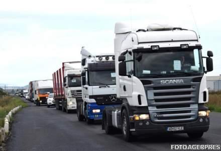 Protest al transportatorilor pe DN 1, intre Sebes si Alba Iulia; zeci de TIR-uri si camioane au mers cu viteza redusa