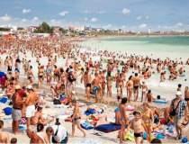 1.100 de turisti au fost...