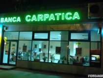 Banca Carpatica intra si ea...