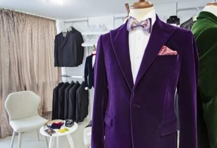 Dupa o croitorie si un magazin online, a lansat un serviciu de inchiriere costume barbatesti de ceremonie. Povestea iTux