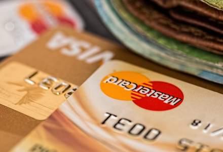 """Urmareste LIVE conferinta """"20 de ani de carduri in Romania"""": gigantii Visa si MasterCard, la aceeasi masa"""