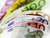 Euro scade fata de dolar,...