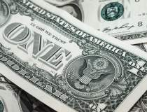 Dolarul, la maximul istoric...