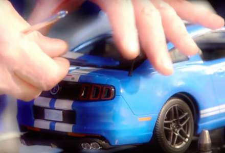 Ford Craiova a inlocuit masinile reale cu jucarii pentru Craciun. In loc de B-Max, pe linie au iesit modelele Mustang si GT