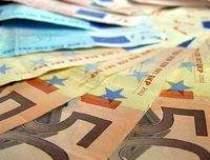 Euro atinge un nou minim...