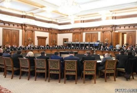 Sedinta Guvernului in care urmeaza sa fie adoptat bugetul pe 2017, amanata pentru o ora. Surse: Inca se lucreaza la proiect