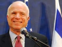 Senatorul John McCain se...