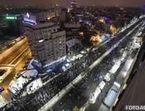 Mii de oameni au iesit in...