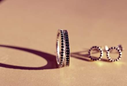 Doi ingineri au pus bazele unei afaceri cu bijuterii minimaliste. Povestea Minionette