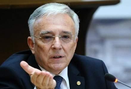 Mugur Isarescu: Proiectul de buget pare ambitios la venituri si optimist la cheltuieli. Instabilitatea nu ajuta politica monetara