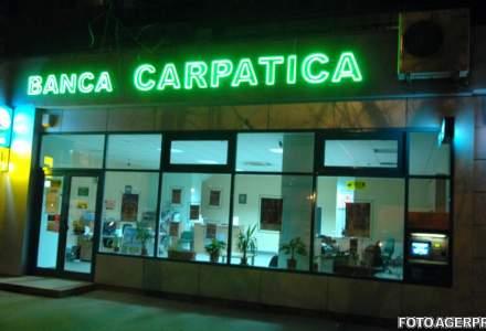 Banca Comerciala Carpatica isi reduce pierderile cu 44%. Ce cifre a raportat pe 2016 cea mai noua investitie a lui Horia Manda
