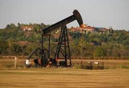 Pretul petrolului este in scadere. Aurul, aproape de 1.900 dolari uncia