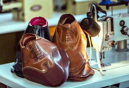 Afacerea de 25 de ani cu pantofi realizati manual care livreaza in China si Nigeria