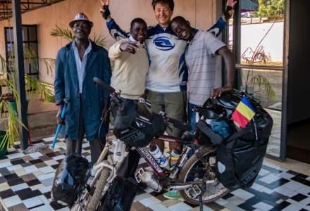 """Bucuresteanul care traverseaza Africa pe bicicleta: """"Cand calatoresc nu mai exista zile ale saptamanii, obligatii, dezamagiri si suparari. Sunt doar eu si visele mele"""""""