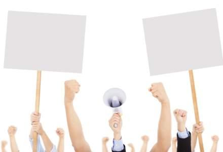 Peste 1.000 de politisti protesteaza in fata Ministerului de Interne pentru majorarea salariilor