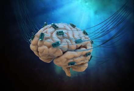 Un implant cerebral a permis unui barbat paralizat sa isi miste mainile cu ajutorul gandurilor