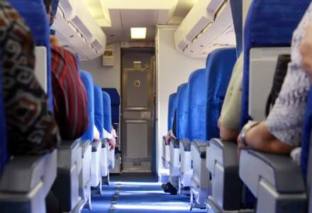 VIDEO: Un pasager a fost dat afara cu forta dintr-un avion al United Airlines