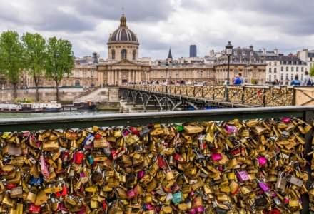 """""""Lacatele iubirii"""" din Paris, scoase la licitatie pe 13 mai pentru imigranti"""