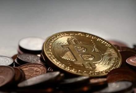 Bitcoin a crescut la un nivel record de peste 1.700 de dolari