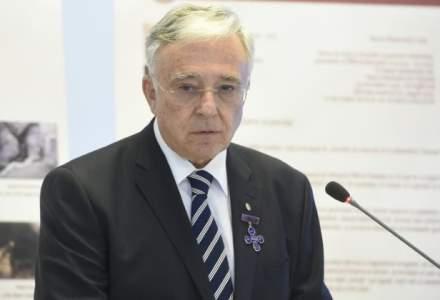 Mugur Isarescu, BNR: Trebuie sa stimulam investitiile, pentru ca economia incepe sa patineze si da rateuri