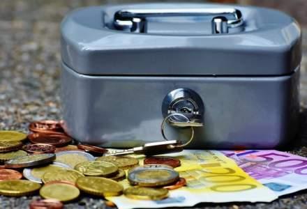Euro revine sub 4,57 lei, pe o piata apatica