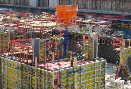 Holcim: Piata cimentului a inregistrat un regres de 4%, generat de lipsa proiectelor publice, dar si blocajele din rezidential. Importurile au crescut ingrijorator