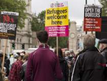 Mii de oameni au manifestat...