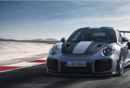 Porsche lanseaza cel mai rapid si mai puternic 911 construit pentru sosea. Costa peste 300.000 de euro