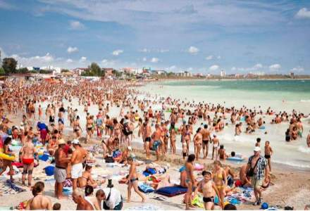 Pe plaja din Constanta inca se construiesc terase fara autorizatii. Protectia Consumatorilor le inchide, dar sunt redeschise din nou
