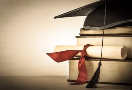 Ministrul Educatiei prezinta lista programelor scolare pentru care ar trebui sa existe manuale