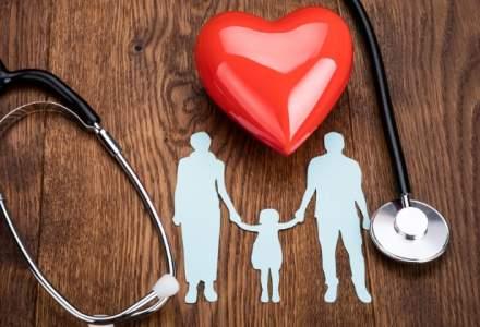 CNAS: Parintii pot beneficia de concediu medical pentru copilul care sufera de boli rare, HIV/SIDA si alte afectiuni
