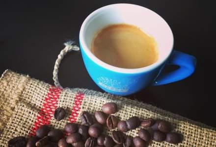 Un espressor si dorinta de a lucra pe cont propriu l-au inspirat sa inceapa o afacere cu cafea. Povestea Fabricii de Cafea
