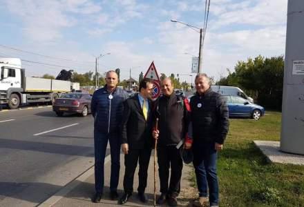 Primarul din Copsa Mica a ajuns pe jos la Bucuresti. Orban l-a intampinat la intrarea in Capitala