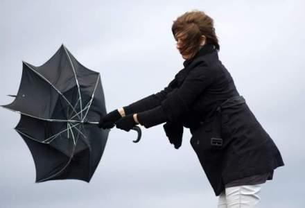 COD PORTOCALIU in Capitala si 18 judete: ploi abundente si vant puternic, iar la munte ninge si va fi viscol
