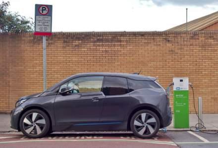 Propunere de lege in Marea Britanie: statiile de incarcare pentru masinile electrice sa devina obligatorii in benzinarii si spatiile de servicii de pe autostrazi