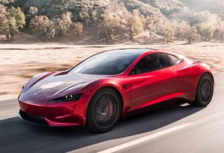 Elon Musk promite un nou Tesla Roadster
