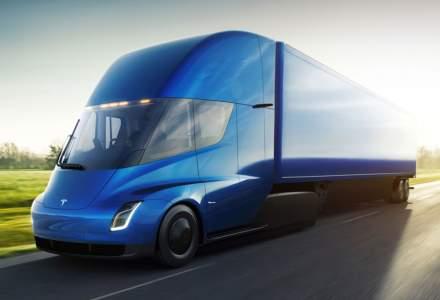 Elon Musk ne atrage din nou atentia cu un camion electric si un coupe extrem de rapid