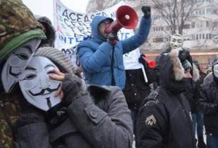 """Mii de tineri in Piata Universitatii: """"Acta este fACTAp, nu distruge Internetul!"""" (FOTO si VIDEO)"""