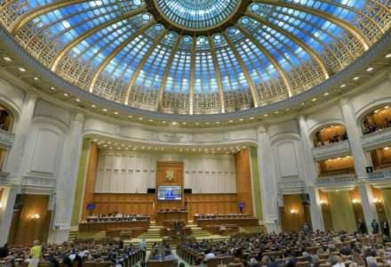 Spectacol grotesc in Parlament, in ziua lunga a legilor justitiei: circ, scandal si injuraturi