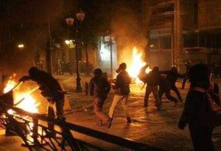 Violente la Atena: Grecia se salveaza cu AUSTERITATE. Soros vede destramarea UE