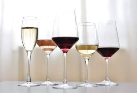 Profilul consumatorului de vin: romanii prefera vinurile rosii seci. Cat platesc pentru vin si de unde cumpara
