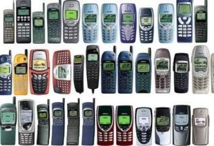 Ce-si amintesc managerii despre primele telefoane mobile - Caramizi si arme de aparare