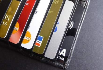 Clientii ING fac de doua ori mai multe tranzactii cu cardul decat posesorul obisnuit de card