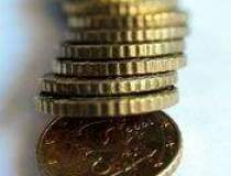 Euro scade la cel mai mic...
